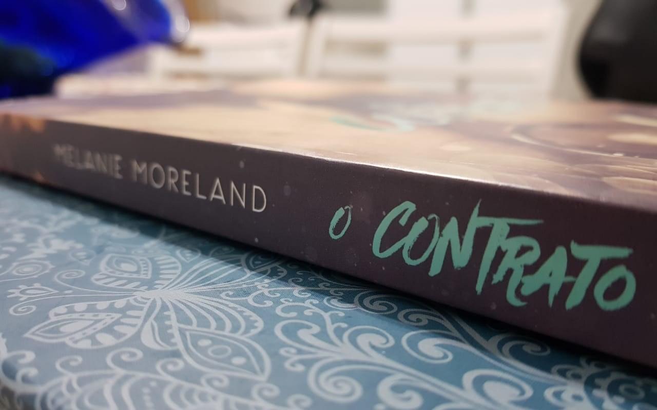 O contrato Melanie Moreland